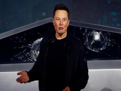 Elon Musk tag hẳn Jeff Bezos vào dòng tweet: 'Giải tán Amazon đi'