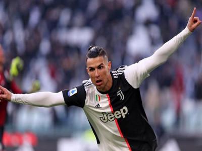 Forbes: Cristiano Ronaldo là cầu thủ đầu tiên kiếm được 1 tỷ USD