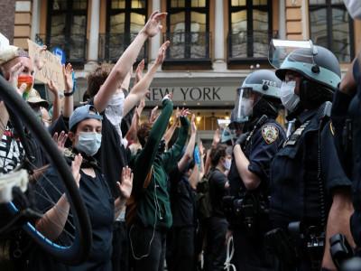 Biểu tình bạo lực tại Mỹ, ai là người hưởng lợi?