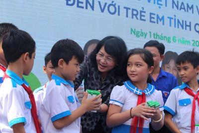 Vinamilk dành tặng món quà 1/6 đặc biệt cho trẻ em Quảng Nam