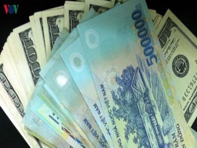 Nhiều ngân hàng thương mại giảm giá mua ngoại tệ