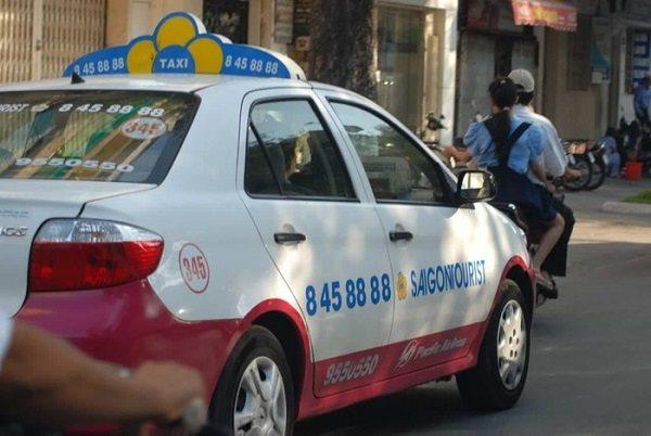 Taxi truyền thống 'sống mòn' trong nền kinh tế chia sẻ
