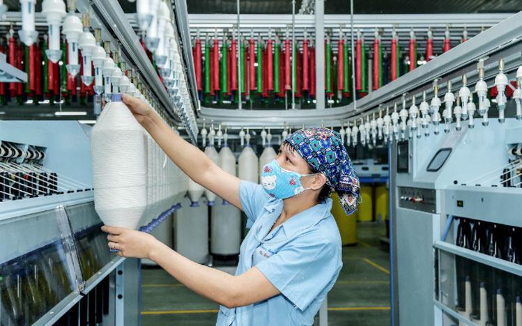 Hàng chục ngàn việc làm ngành dệt may đang chờ người lao động