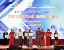 """Ngân hàng TMCP Đông Nam Á (SeABank) nhận bằng khen """"Doanh nghiệp tiêu biểu vì người lao động"""""""