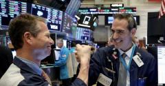 Hứng khởi trước 1 loạt dòng tweet của Tổng thống Trump, Dow Jones bứt phá hơn 500 điểm