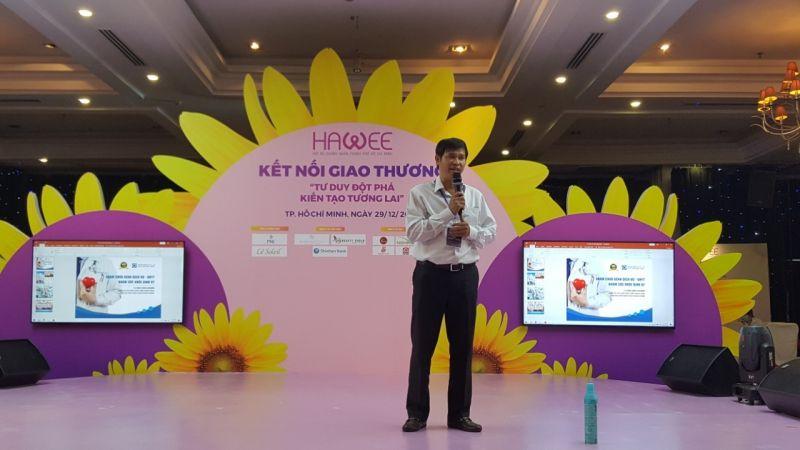 Ông Phạm Thanh Bình – PGĐ Bệnh viện Thánh Mẫu đang chia sẻ giới thiệu các hoạt động của đơn vị mình để kết nối giao thương