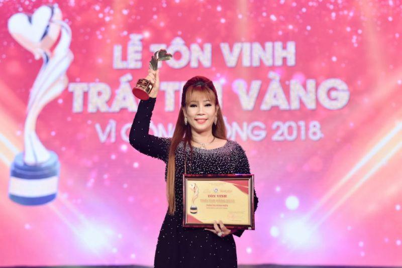 """Doanh nhân Trần Thị Minh Hiền tại Lễ tôn vinh """"Trái tim vàng"""" vì những hoạt động thiện nguyện đối với cộng đồng"""