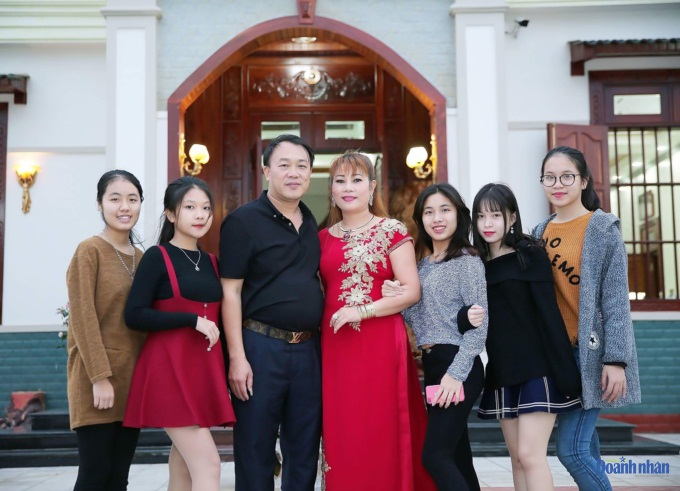Vợ chồng doanh nhân Trần Thị Minh Hiền và các con, cháu