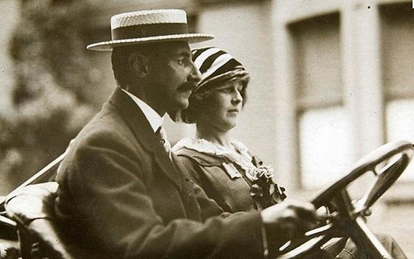 Astor đệ tứ (John Jacob Astor IV) cùng người vợ của mình