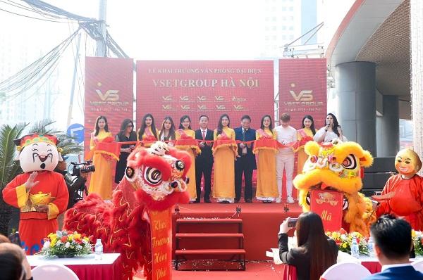 Nghi lễ cắt băng khai trương văn phòng đại diện tại Hà Nội của Tập đoàn VsetGroup