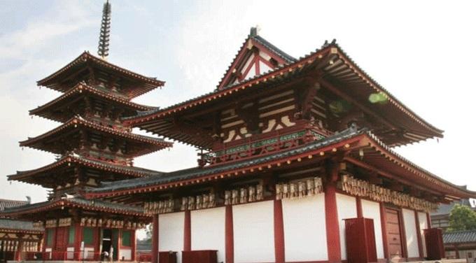 Ngôi chùa Phật giáo Shitenno-ji ở Osaka được xây dựng vào thế kỷ thứ sáu bởi công ty Kongo Gumi. Ảnh: Nikkie.