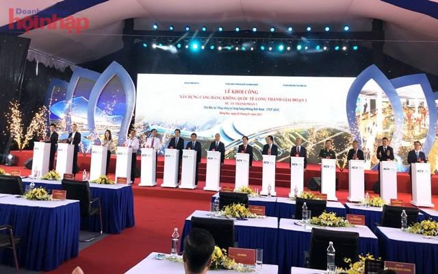 Các đại biểu phát lệnh khởi công dự án