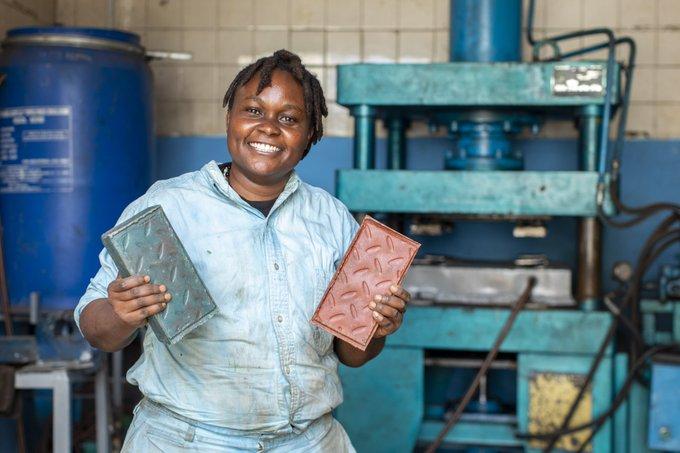 Ý tưởng khởi nghiệp từ việc tái chế rác thải nhựa giải thưởng Liên hiệp quốc