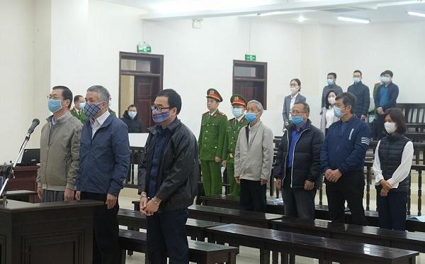 Mặc dù đã được triệu tập theo luật định nhưng chỉ có 7 bị cáo có mặt tại phóng sử