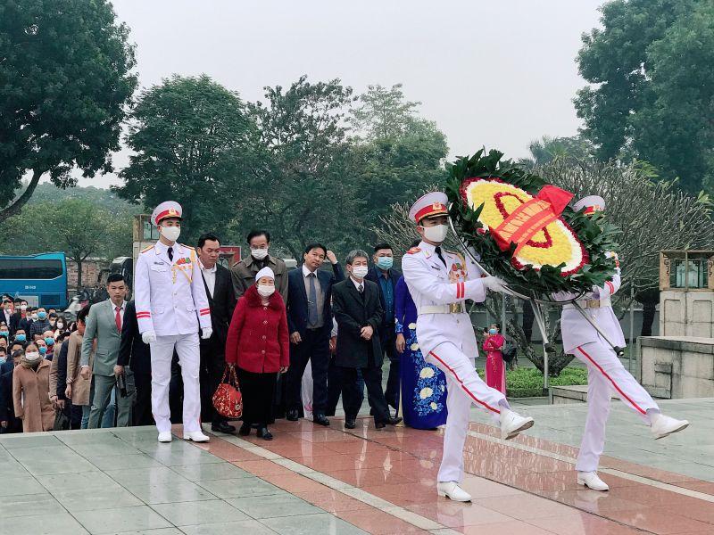 VINASME tổ chức viếng Lăng Chủ tịch Hồ Chí Minh, tưởng niệm các Anh hùng liệt sỹ