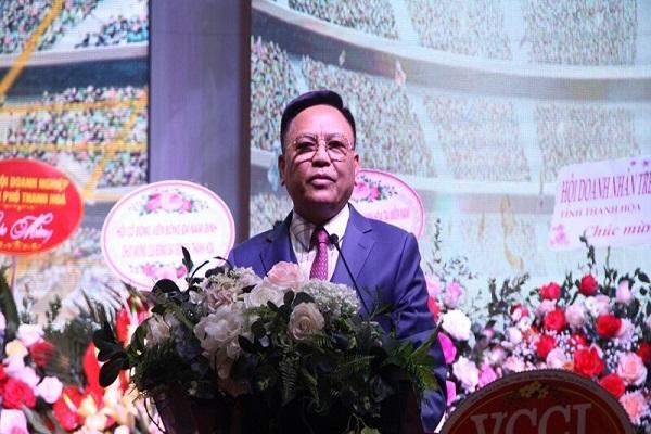 Ông Cao Tiến Đoan, Chủ tịch CLB Đông Á Thanh Hóa phát biểu khai mạc lễ xuất quân