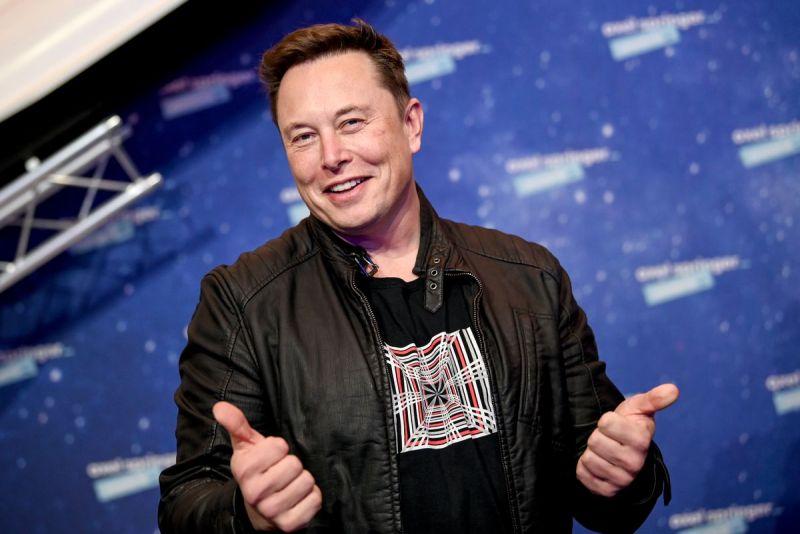 CEO Tesla Elon Musk hiện có tài sản cao hơn 9,5 tỷ USD so với ông chủ Amazon Jeff Bezos.