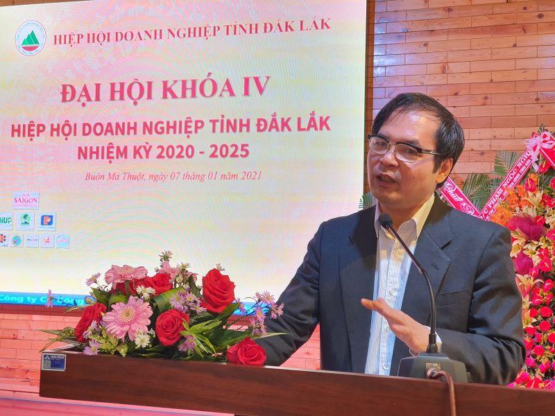 Tiến sĩ Tô Hoài Nam, Phó Chủ tịch Thường trực kiêm Tổng thư ký Hiệp hội Doanh nghiệp nhỏ và vừa Việt Nam phát biểu tại đại hội.