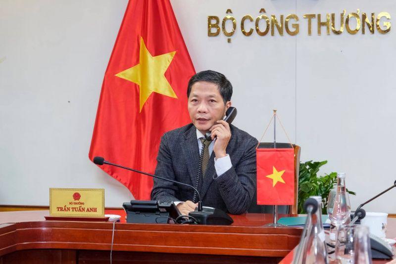 Bộ trưởng Công Thương, Chủ tịch Hội đồng Thương mại và Đầu tư Việt Nam – Hoa Kỳ (TIFA) Trần Tuấn Anh đã có cuộc điện đàm với Trưởng Đại diện Thương mại Hoa Kỳ (USTR) Robert Lighthizer