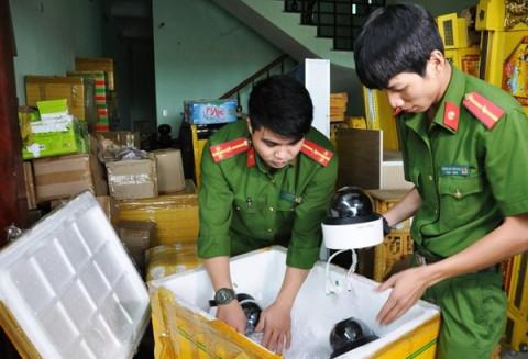 Tạm giữ gần 200 thùng hàng phục vụ sòng bạc