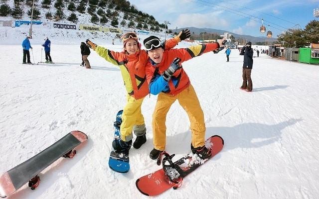 Trượt tuyết là một bộ môn thể thao được yêu thích của du khách mỗi khi đến Hàn Quốc vào dịp Tết