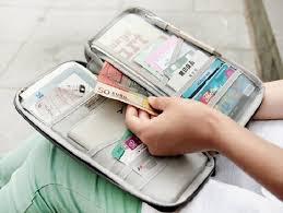Tiền mặt và thẻ tín dụng là những vật bất li thân