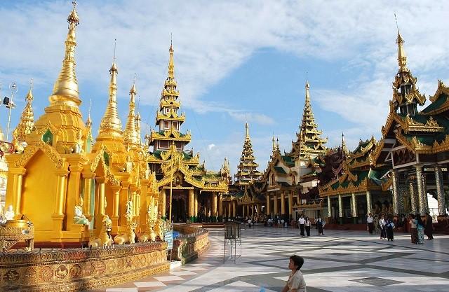 Tín ngưỡng của người Châu Á đầu năm thường đi lễ, vì vậy Lào là điểm đến hấp dẫn cho việc kết hợp du lịch và lễ chùa