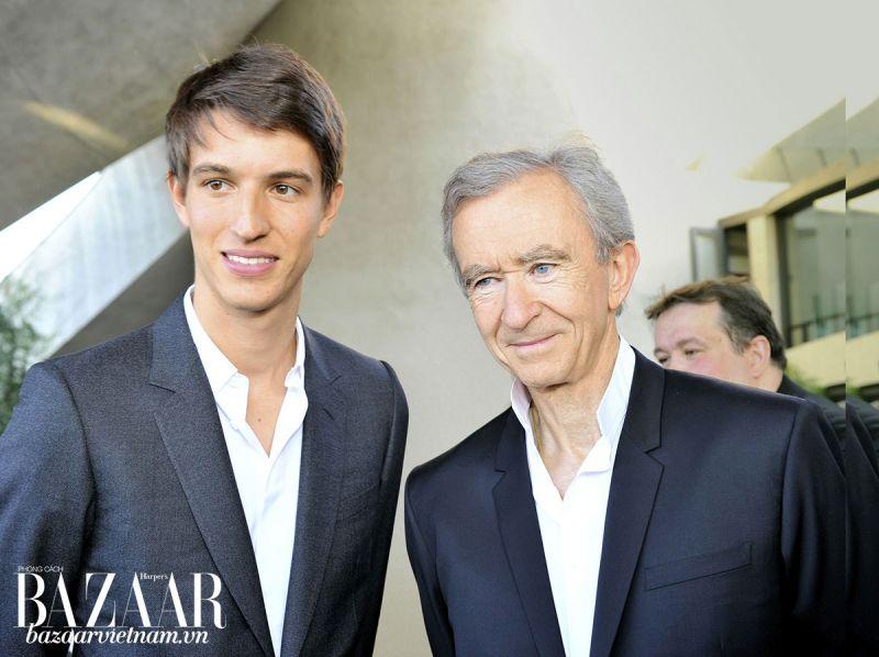 Tỷ phú Bernard Arnault (phải) và con trai thứ ba Alexandre Arnault
