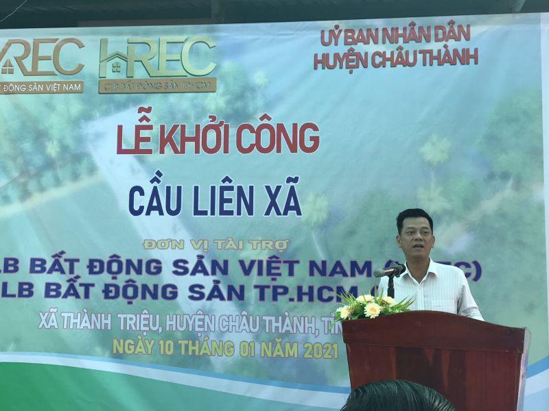 Ông Nguyễn Quốc Bảo - Chủ tịch VREC và HREC phát biểu tại Lễ khởi công cầu Liên Xã (huyện Châu Thành, Bến Tre)