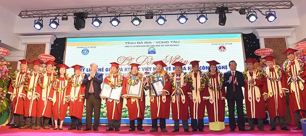 Công ty cổ phần Khoa học Công nghệ Việt Nam (Busadco) do Nhà khoa học Hoàng Đức Thảo là Chủ tịch HĐQT kiêm Tổng giám đốc cũng xác lập kỷ lục thế giới