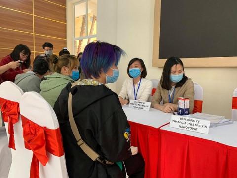 Tiêm vắc-xin Nanocovax liều cao nhất cho ba người tình nguyện