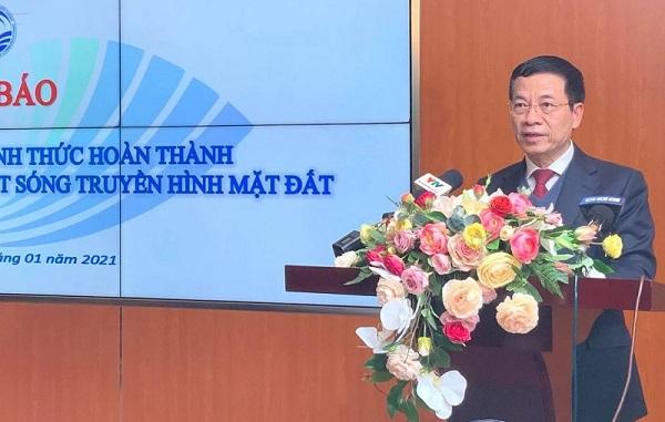Bộ trưởng Thông tin và Truyền thông Nguyễn Mạnh Hùng công bố việc Việt Nam đã hoàn thành việc tắt sóng truyền hình tương tự mặt đất