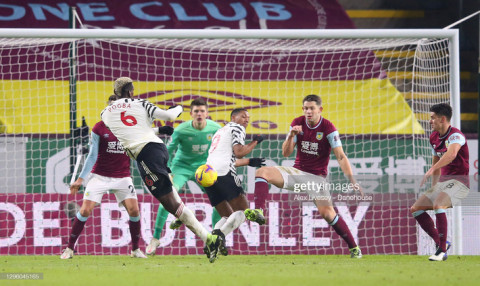 Burnley 0-1 Man Utd: MU chính thức vượt mặt Liverpool, dẫn đầu Premier League