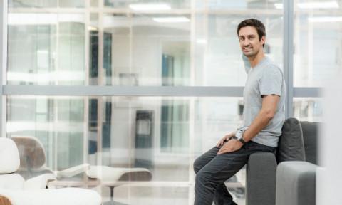 Guillaume Pousaz từ một vận động viên lướt sóng trở thành người gây dựng startup tỷ đô