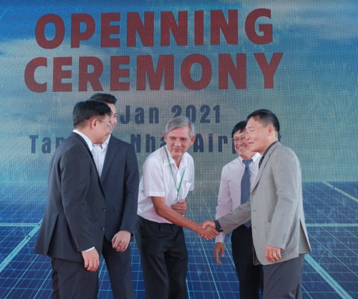 Lãnh đạo EVNHCMC và chuyên gia Năng lượng tham dự lễ khánh thành công trình