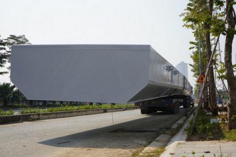 Xử phạt 73 triệu đồng xe chở dầm thép siêu trường siêu trọng