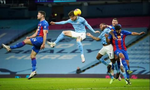Giành chiến thắng 4-0 trong cuộc tiếp đón Crystal Palace, Man City đe dọa ngôi đầu của Man Utd