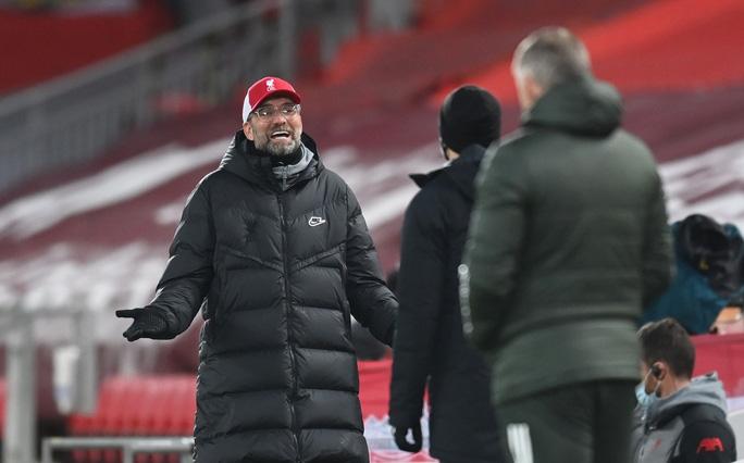 HLV Jurgen Klopp đôi co với đồng nghiệp Solskjaer của Man United