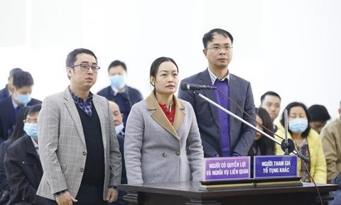 Đại diện Bộ Công Thương và người có nghĩa vụ liên quan có mặt tại phiên tòa