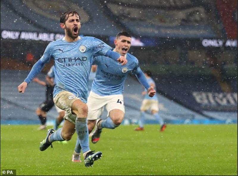 Phải đến phút 79, Man City mới tìm được bàn thắng nhờ công của Bernando Silva