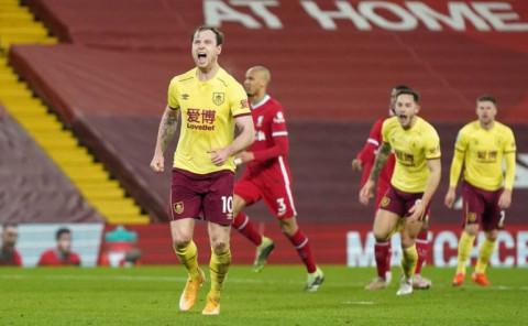 """""""Lữ đoàn đỏ"""" Liverpool thua đau Burnley, lún sâu vào khủng hoảng"""