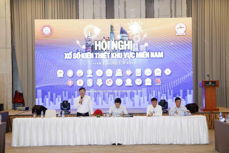 Ông Đỗ Quang Vinh – Chủ tịch Hội đồng Xổ số Kiến thiết Khu vực miền Nam trình bày báo cáo tại Hội nghị