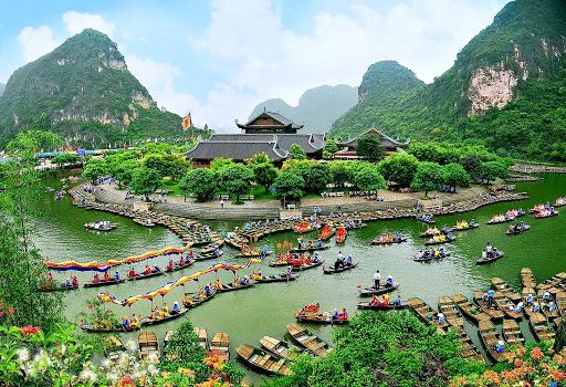 Điều gì giúp du lịch Việt Nam tỏa sáng trong nước và thị trường quốc tế?
