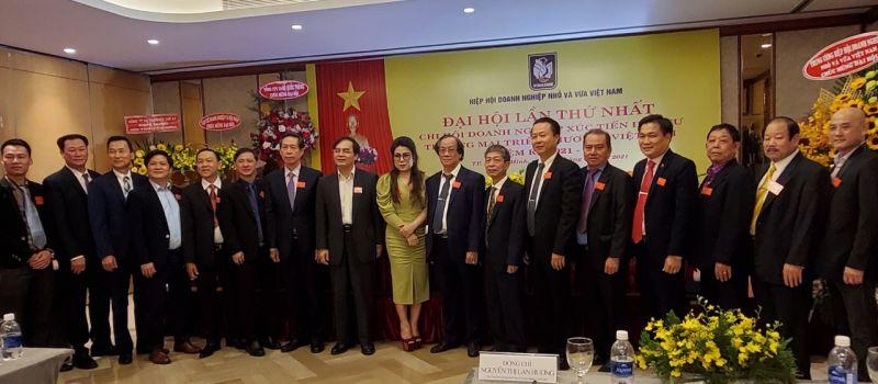 Các Đ/c Lãnh đạo Trung ương Hội Chụp ảnh lưu niệm cùng Ban Chấp hành Chi hội