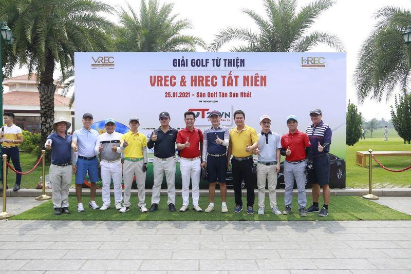 Các Golfer chuẩn bị ra sân thi đấu (Sân golf Tân Sơn Nhất, TP.HCM)