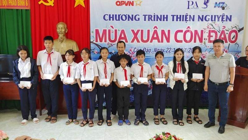 Đoàn đã trao 60 suất học bổng cho các em học sinh là con em các gia đình ngư dân có hoàn cảnh khó khăn vượt khó học giỏi