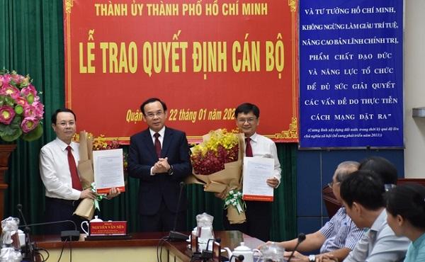 Ông Nguyễn Văn Hiếu (ngoài cùng bên trái) được điều động giữ chức Bí thư Thành ủy TP. Thủ Đức