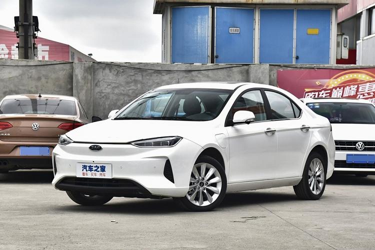 Một mẫu xe ô tô điện nhãn hiệu JAC do Trung Quốc sản xuất