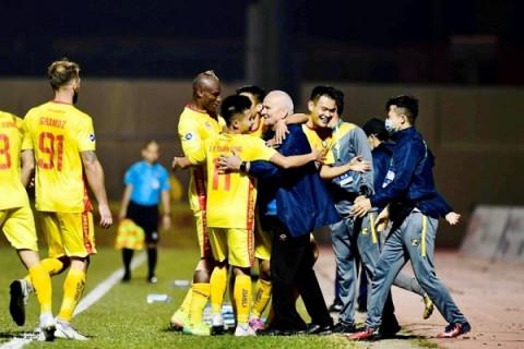 Thắng Nam Định 3-0 CLB Đông Á Thanh Hóa đã tạm vươn lên vị trí thứ 4
