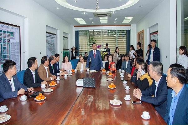 Chủ tịch Hiệp hội Doanh nghiệp tỉnh có ý kiến trong buổi giao lưu tại tổng Công ty Đông Bắc